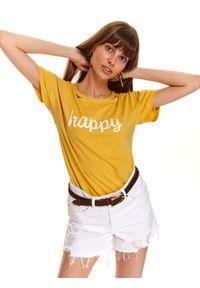 TOP SECRET - T-shirt w oryginalnym dekoltem i nadrukowanym printem. Okazja: na co dzień. Kolor: żółty. Materiał: bawełna. Długość rękawa: krótki rękaw. Długość: krótkie. Wzór: nadruk. Styl: casual
