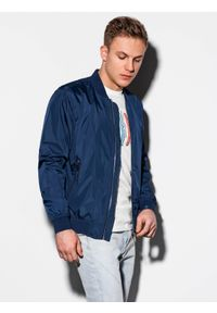 Niebieska kurtka Ombre Clothing na wiosnę