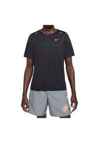 Koszulka męska do biegania Nike Rise 365 Wild Run DA0193. Materiał: tkanina, skóra, poliester, materiał. Długość rękawa: krótki rękaw. Technologia: Dri-Fit (Nike). Długość: krótkie. Wzór: nadruk. Sport: bieganie