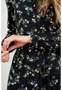Marie Zélie - Sukienka Colette Danza. Materiał: materiał, wiskoza, skóra. Długość rękawa: długi rękaw. Wzór: gładki. Typ sukienki: szmizjerki. Styl: elegancki. Długość: midi