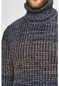 Niebieski sweter Tom Tailor Denim z golfem, casualowy