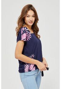 Niebieska bluzka MOODO krótka, z krótkim rękawem