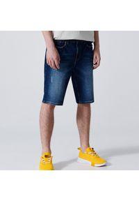 Cropp - Jeansowe szorty slim - Granatowy. Kolor: niebieski. Materiał: jeans
