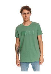 TOP SECRET - T-shirt z nadrukiem top secret. Kolor: zielony. Materiał: bawełna, tkanina. Długość rękawa: krótki rękaw. Długość: krótkie. Wzór: nadruk. Sezon: jesień