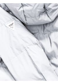 Guess Kurtka puchowa L0BL04 1766Z Srebrny Regular Fit. Kolor: srebrny. Materiał: puch