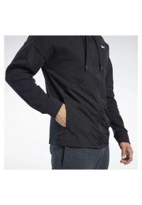 Bluza męska z kapturem Reebok Training Supply FJ4626. Typ kołnierza: kaptur. Materiał: tkanina, bawełna, poliester. Długość rękawa: raglanowy rękaw. Sport: fitness