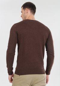 Brązowy sweter Born2be