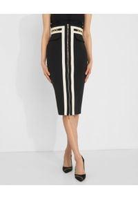 Elisabetta Franchi - ELISABETTA FRANCHI - Ołówkowa spódnica ze złotymi detalami. Kolor: czarny. Materiał: materiał. Wzór: aplikacja. Styl: glamour