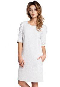 BE - Pudełkowa sukienka z naszywanymi dużymi kieszeniami. Okazja: na co dzień. Materiał: bawełna, materiał, elastan. Wzór: aplikacja. Styl: casual