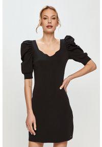 Morgan - Sukienka. Kolor: czarny. Materiał: tkanina. Długość rękawa: krótki rękaw. Wzór: gładki. Typ sukienki: dopasowane #1