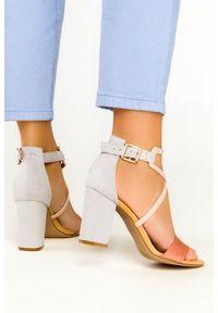 Casu - Różowe sandały casu na szerokim słupku z zakrytą piętą er21x14/p. Kolor: różowy, wielokolorowy, szary. Obcas: na słupku