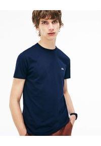 Lacoste - LACOSTE - Granatowy t-shirt z logo Regular Fit. Kolor: niebieski. Materiał: bawełna. Wzór: haft