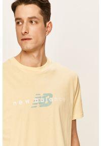 Żółty t-shirt New Balance na co dzień, z okrągłym kołnierzem, casualowy, z nadrukiem