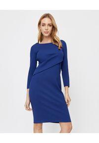 Emporio Armani - EMPORIO ARMANI - Niebieska sukienka mini. Kolor: niebieski. Materiał: wiskoza, materiał. Długość rękawa: długi rękaw. Typ sukienki: kopertowe, dopasowane. Styl: elegancki. Długość: mini