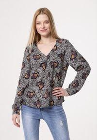 Born2be - Brązowa Bluzka Wantedness. Kolor: brązowy. Materiał: tkanina, jeans. Długość rękawa: długi rękaw. Długość: długie. Wzór: gładki, aplikacja, nadruk. Sezon: lato. Styl: klasyczny, elegancki