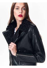 Czarna kurtka TOP SECRET w kolorowe wzory, krótka