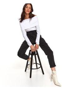 TOP SECRET - Sweter długi rękaw damski dopasowany. Typ kołnierza: golf. Kolor: biały. Materiał: tkanina. Długość rękawa: długi rękaw. Długość: długie