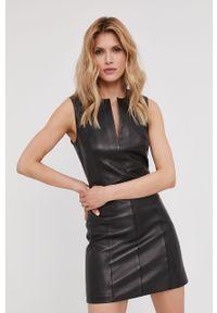 Czarna sukienka Answear Lab gładkie, mini