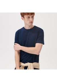 Sinsay - Koszulka basic - Granatowy. Kolor: niebieski