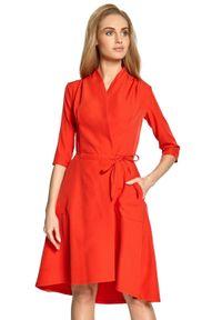 Style - Dopasowana kopertowa sukienka z asymetrycznym dołem. Okazja: do pracy. Materiał: elastan. Typ sukienki: asymetryczne, kopertowe