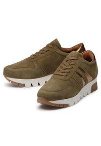 Brązowe buty sportowe Tamaris z cholewką, na płaskiej podeszwie