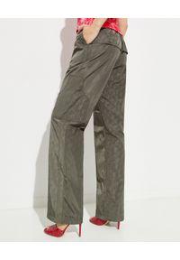 SAKS POTTS - Spodnie z nadrukiem Ace. Kolor: zielony. Wzór: nadruk. Styl: militarny