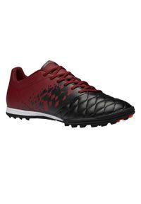 KIPSTA - Buty do piłki nożnej Agility 500 HG na utwardzoną nawierzchnię. Kolor: czarny, czerwony, wielokolorowy. Materiał: materiał, kauczuk. Szerokość cholewki: normalna