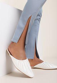 Renee - Białe Klapki Chalophise. Nosek buta: szpiczasty. Kolor: biały. Obcas: na obcasie. Wysokość obcasa: niski