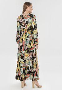 Born2be - Czarna Sukienka Dorymelle. Kolor: czarny. Materiał: materiał. Długość rękawa: długi rękaw. Wzór: nadruk. Typ sukienki: kopertowe. Długość: maxi