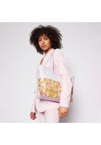 Versace Jeans Couture - Torebka VERSACE JEANS COUTURE - E1VWABG1 71727 O33. Kolor: różowy. Wzór: aplikacja. Materiał: skórzane