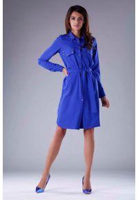 Nommo - Kobaltowa Sukienka Koszulowa z Kieszeniami i z Paskiem. Kolor: niebieski. Materiał: wiskoza, poliester. Typ sukienki: koszulowe