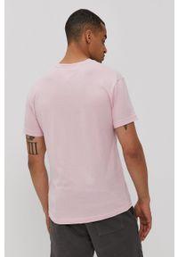 Tommy Jeans - T-shirt. Okazja: na co dzień. Kolor: różowy. Materiał: bawełna. Wzór: nadruk. Styl: casual