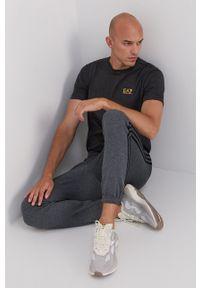 EA7 Emporio Armani - T-shirt bawełniany. Okazja: na co dzień. Kolor: szary. Materiał: bawełna. Wzór: gładki. Styl: casual