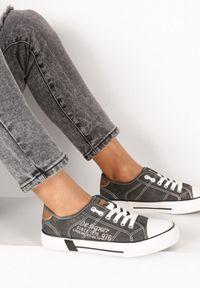 Born2be - Czarne Trampki Iphisvielle. Okazja: na co dzień. Nosek buta: okrągły. Kolor: czarny. Materiał: jeans, skóra ekologiczna, materiał, guma. Szerokość cholewki: normalna. Wzór: aplikacja, nadruk. Sezon: lato. Styl: sportowy, casual