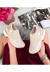 Złote buty sportowe FOREVERFOLIE bez zapięcia, w kolorowe wzory