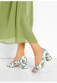 Czółenka z odkrytymi palcami bonprix biały z kolorowym nadrukiem. Nosek buta: otwarty. Kolor: biały. Wzór: kolorowy, nadruk