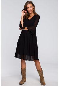 e-margeritka - Sukienka szyfonowa odcinana w pasie czarna - s. Kolor: czarny. Materiał: szyfon. Typ sukienki: proste, rozkloszowane. Styl: elegancki