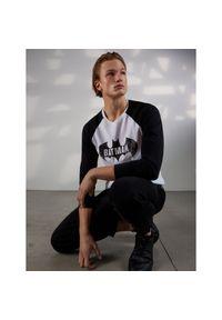Biały t-shirt Sinsay z długim rękawem, z motywem z bajki, długi