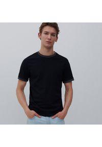 Reserved - T-shirt basic - Czarny. Kolor: czarny