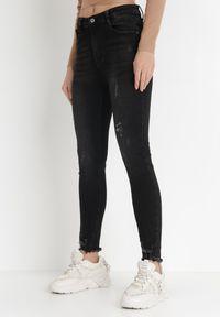 Born2be - Czarne Jeansy Regular Solylis. Okazja: na co dzień. Kolor: czarny. Długość: długie. Wzór: motyw zwierzęcy, nadruk. Styl: casual