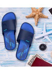 LANO - Klapki męskie basenowe Lano KL-4-6143-6 Granatowe. Okazja: na plażę. Zapięcie: bez zapięcia. Kolor: niebieski. Materiał: guma. Obcas: na obcasie. Wysokość obcasa: niski. Sport: pływanie