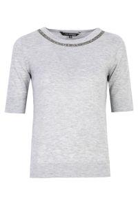 TOP SECRET - Sweter z krótkim rękawem z błyszczącą aplikacją. Kolor: szary. Materiał: wełna, tkanina. Długość rękawa: krótki rękaw. Długość: krótkie. Wzór: aplikacja. Sezon: wiosna. Styl: elegancki