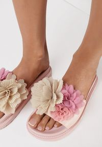 Born2be - Różowe Klapki Alexeris. Kolor: różowy. Materiał: guma. Wzór: kwiaty, aplikacja. Sezon: lato
