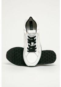 Białe sneakersy Guess Jeans z cholewką, na sznurówki, z okrągłym noskiem