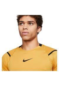 Koszulka męska Nike Pro AeroAdapt BV5510. Materiał: nylon, elastan, poliester, materiał, skóra, dzianina. Technologia: Dri-Fit (Nike). Długość: długie. Sport: fitness