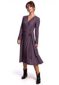 BE - Kopertowa sukienka midi z wzorem i wiązaniem w pasie. Materiał: bawełna, dzianina, elastan. Długość rękawa: długi rękaw. Typ sukienki: kopertowe. Długość: midi