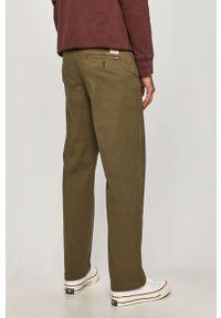 Oliwkowe spodnie Levi's® biznesowe, na spotkanie biznesowe