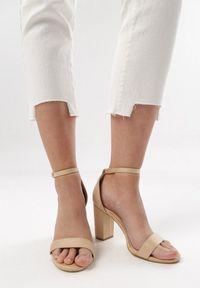 Białe jeansy Born2be