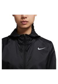 Kurtka damska do biegania Nike Essential CU3217. Materiał: materiał, poliester. Wzór: paski. Sport: fitness