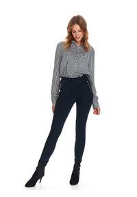 TOP SECRET - Jeansowe spodnie jeggins. Okazja: na spotkanie biznesowe, do pracy. Stan: podwyższony. Kolor: niebieski. Materiał: jeans. Sezon: wiosna. Styl: biznesowy